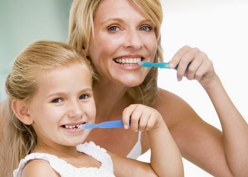 刷牙有八大误区 口腔医生推荐巴氏刷牙法