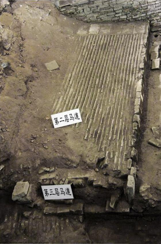 开封地下城叠城 黄河河床高出开封铁塔13米