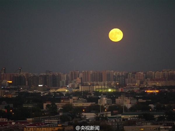 """快看!""""超级月亮""""升起来了:68年最大一次"""