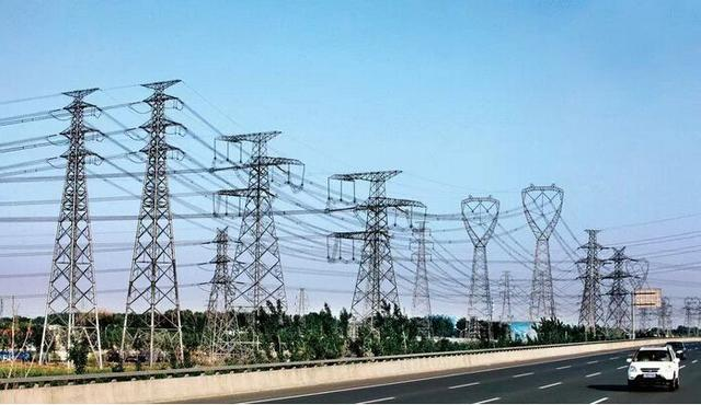 电力铁塔高低不一,如何判断铁塔的电压等级,每个人都应知道