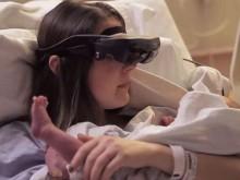 盲人母亲借助高科技眼镜 首次见到新生宝宝