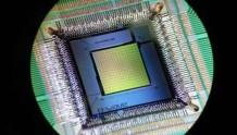 D-wave推出新量子芯片:搜索空间超全宇宙粒子