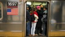 """地铁越挤,你用手机""""买买买""""的机率就越高"""